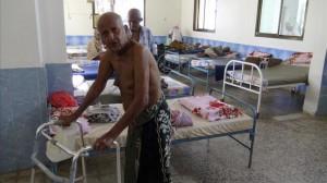 ARH-01 ADEN YEMEN 04 03 2016 - Varios ancianos descansan tras haber sobrevivido al ataque perpetrado contra su residencia en Aden Yemen hoy 4 de marzo de 2016 Al menos 16 personas murieron en un ataque armado perpetrado por un grupo de desconocidos contra la residencia informo a Efe una fuente de seguridad EFE Stringer