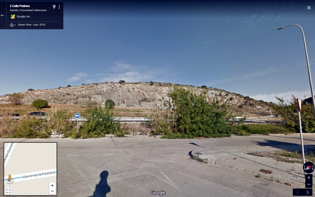 Monte al sur del castillo de Bayrén, desde el extremo de la calle de la Pedrera (Gandía).
