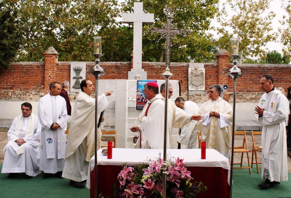 Misa en el cementerio de los Mártires de Aravaca presidida por Mons. Martínez Camino el 1 de diciembre de 2017.